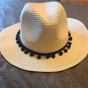NEW Sole Society PomPom Hat (one size)